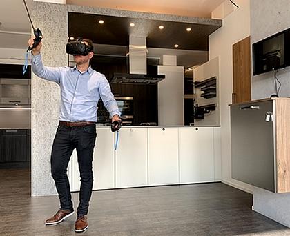 Mit der VR Brille bei Kueche&Co